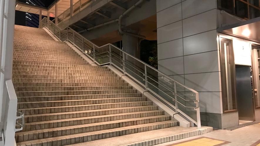 NEW!【アクセス】③桜木町駅新南口デッキ階段&エレベーターの様子です