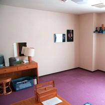 *【客室/カーペット敷和室】3名様までお寛ぎいただけるお部屋です。