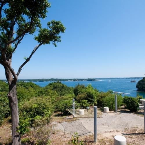 【東の見晴台】冬は梅園。先端からは波穏やかな英虞湾を望むことができます。