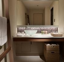 【プレミアデラックスルーム】 ナチュラルウッドを基調とした洗練された客室