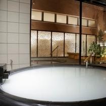 【真珠の湯】真珠からしか抽出されない天然潤い成分を配合。美容成分たっぷりの贅沢なお湯です。