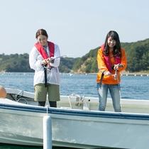 【湾内フィッシング】 穏やかな湾内で釣りに挑戦!船長のアドバイスで初心者も安心!