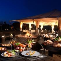 【夕食】本格フレンチコース料理。シェフのパフォーマンスと一緒に五感でお愉しみいただけます。