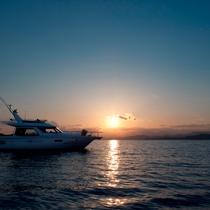 【サンセットクルージング】夕日に染まりゆく「あご湾」の景色を眺めながらクルージング
