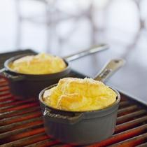 【朝食:グランピング朝食イメージ】お好みのトッピングで愉しむ手作りスフレ