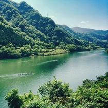 *神通川:エメラルドグリーンの川面を眺めながらのんびりお寛ぎ下さい