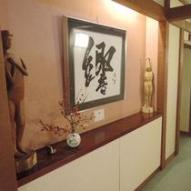*館内一例:二階の廊下