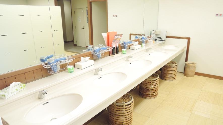 *館内一例:大浴場の洗面台