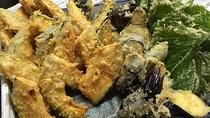 *季節のお野菜の天婦羅。熱い物は熱いうちにお出ししますよ。