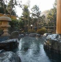 天然温泉、掛け流しの男性・女性風呂