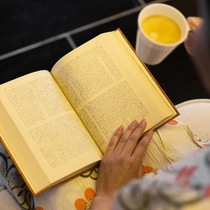 静かな時がゆっくりと流れる癒しのブックカフェ