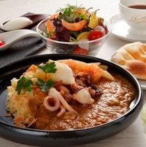「瀬戸内カレーコース」 瀬戸内の魚介や地元野菜をふんだんに使用しています。