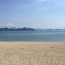 ホテルから車で約5分♪ キレイなビーチの的場海水浴場