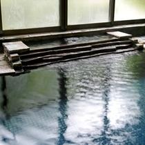24時間いつでも入浴いただける広々とした温泉です。