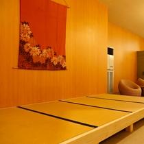 《大浴場》畳の寛ぎスペース