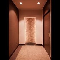 館内客室通路。デザインにもこだわりがあります。