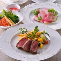 洋食のお肉料理も絶品です。