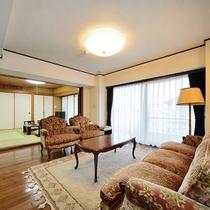 広々リビングを各お部屋にご用意。ゆったりとした語らいのスペースに。
