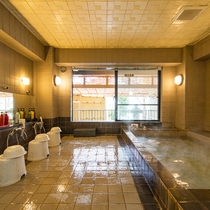 大浴場_洋室な熱海温泉をたっぷりの湯量でお楽しみください