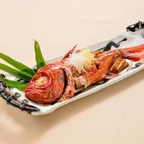[別注料理]コクのあるタレで煮付けた金目鯛の煮付け