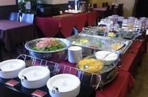 土日祝日朝食『ハーフバイキング』 メインを和食・洋食からセレクト、サイドメニューはバイキングスタイル
