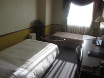 コンパクトツインルーム   ベッド1台はエキストラベッドとなります