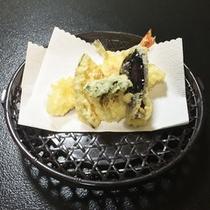 *【夕食一例】衣がサクサクの天ぷら。揚げたてをどうぞ!