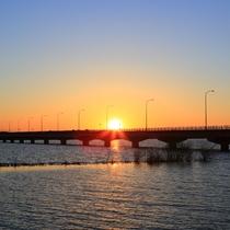 **【霞ヶ浦の夕日】湖岸のどこから見ても素晴らしいと言われる絶景。写真映えすること間違いなし!