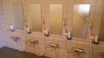 1階風呂 シャワー6口装備