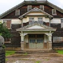 旧波佐見町立中央小学校講堂兼公会堂(当ホテルより車で10分)