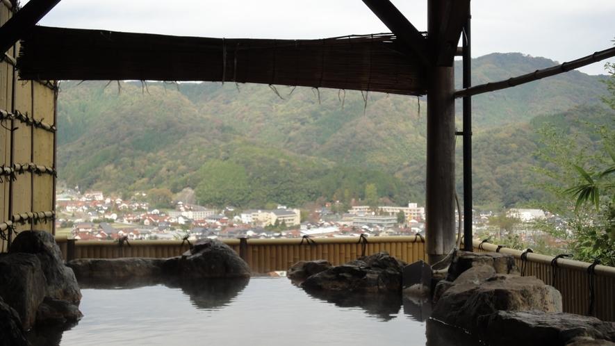 *<男湯/露天風呂>富田川の清流を挟んで城下町広瀬の町並みを一望!