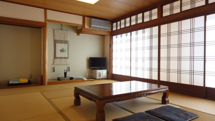 *<和室12畳一例(月山)>畳のお部屋でごゆっくりとお寛ぎください。