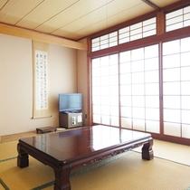 *和室8畳一例(こぶし)畳のお部屋でごゆっくりとお寛ぎください。