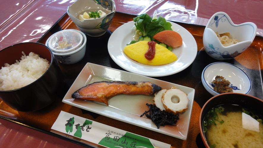 *<朝食一例>朝は身体にやさしい和朝食をご用意します。