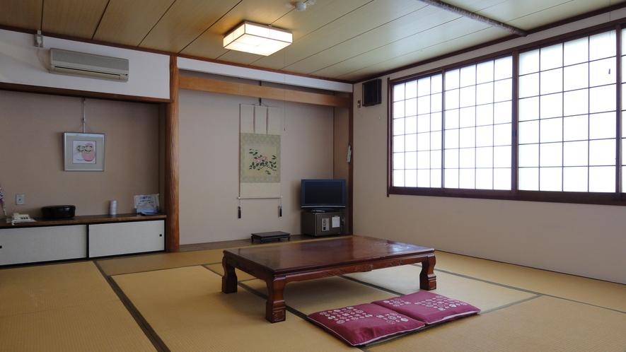*<和室15畳一例>畳のお部屋でごゆっくりとお寛ぎください。