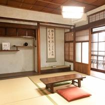 床の間のある伝統的な和室