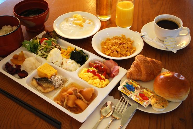 和洋バイキング形式のご朝食を無料でご提供します