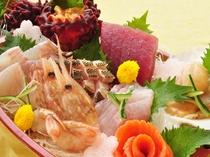 【ご夕食一例:舟盛り】三陸の海の幸を存分にご堪能いただけます。写真は二人前です。
