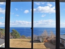 【館内からの眺め】冬場に眺める景色もおすすめです。