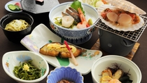 【春・夏の夕食一例:くろさき】季節の食材を使ったお料理が並びます。