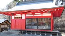 【鵜鳥神社神楽殿】旧暦4月8日に例大祭が行われ、鵜鳥神楽も奉納されます。