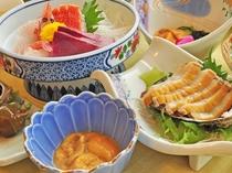 【夏の夕食一例:ふだい浜かぜ】ウニ、ホヤ、旬魚のお造り。贅沢にお届けいたします。