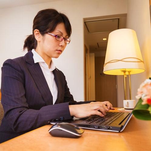 ■ビジネスにも◎!インターネット接続(有線LAN形式)有料にてWi-Fiアダプタの貸出有。500円/