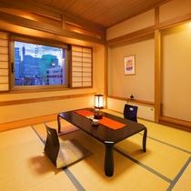 ■和室8畳■裸足でゆったりゴロゴロできるのんびり空間。横浜が誇る極上の夜景を