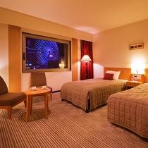 ■ツイン■28.8平米・ベット幅121センチ幅のセミダブルベット2台のお部屋。横浜が誇る極上の夜景を