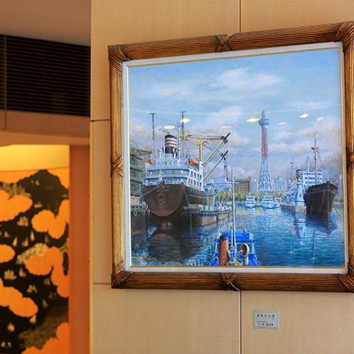 ■1階ロビーを彩る「昔の港イメージ画」