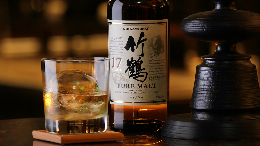【the bar】厳選されたウイスキーを片手に、上質な大人の時間をお過ごしください