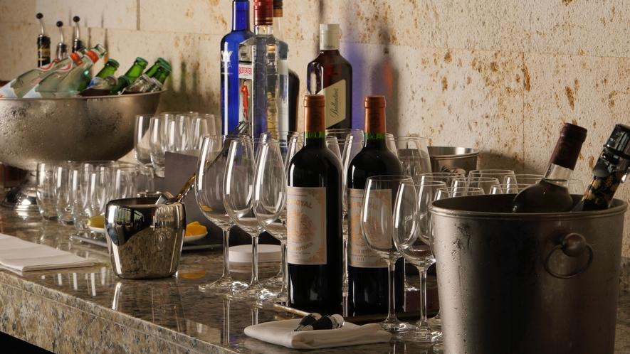 【クラブラウンジ】カクテルタイム(17-19時)にはアルコールや軽食もご用意しております