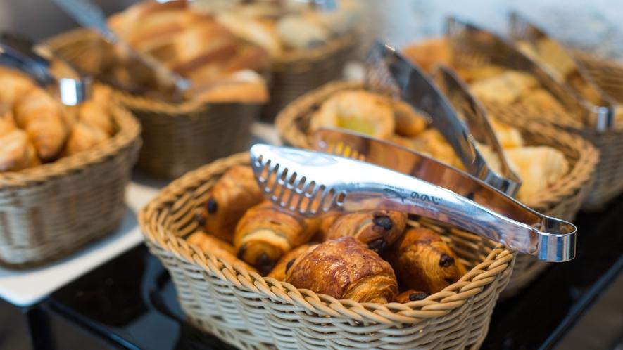 【クラブラウンジ】ご朝食にはコンチネンタルブレックファストをご用意しております