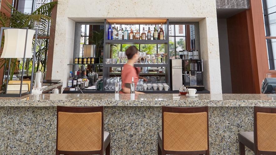 【the lounge】特製の季節のスイーツと共に、種類豊富な紅茶コレクションをお楽しみください